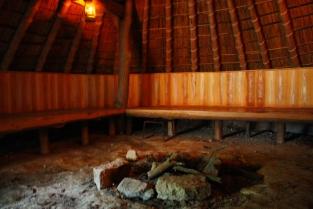 竪穴式住居の室内