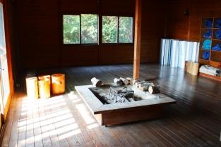 高床式住居の室内