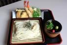 揚げたての天ぷらとともにツルッといただいて