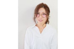 【アシスタント/天野 涼子】 ヘッドスパやトリートメントなど、お任せください。髪についてはもちろん、料理、裁縫、カメラなど豊富な情報でお話を盛り上げます。