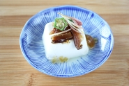 豆腐のわさび椎茸ジュレのせ